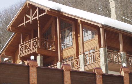 Комплекс деревянных домов из клееного бруса на Красной Поляне